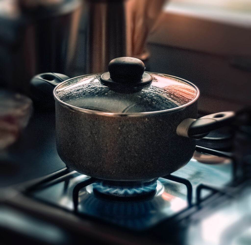 pot with lid simmering